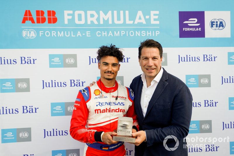 Pascal Wehrlein, Mahindra Racing, riceve il premio pole position da Marco Parroni, Capo del Global Sponsoring, Managing Director SA Julius Baer