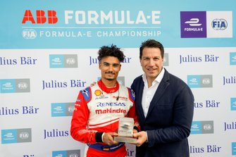 Pole position award is given to Pascal Wehrlein, Mahindra Racing, by Marco Parroni, Head of Global Sponsoring, Managing Director SA Julius Baer