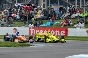 Simon Pagenaud, Team Penske Chevrolet adelanta a Scott Dixon, Chip Ganassi Racing Honda