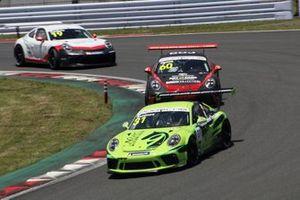 上村優太(PORSCHE CENTER OKAZAKI)、小河諒(LM corsa)、笹原右京(Porsche Japan Junior Programme)