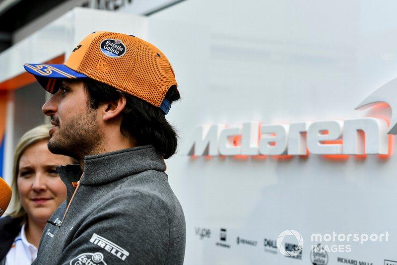 Carlos Sainz Jr., McLaren parla con i media