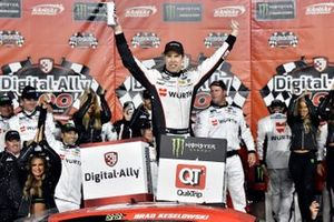 Race Winner Brad Keselowski, Team Penske, Ford Mustang Wurth