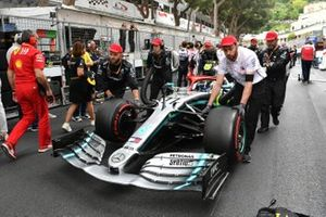 Valtteri Bottas, Mercedes AMG W10, arriva sulla griglia