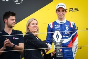Podium race2: second place Alexander Smolyar, R-ACE GP, Louise O'Sullivan, Network Operations Director for Groupe Renault UK,