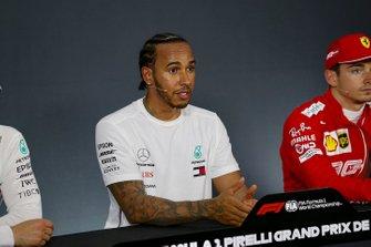 Lewis Hamilton, Mercedes AMG F1, tijdens de persconferentie na de kwalificatie