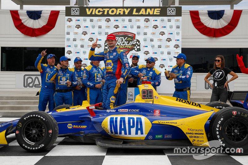 Ganador de la carrera Alexander Rossi, Andretti Autosport Honda