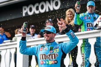 Race Winner Kyle Busch, Joe Gibbs Racing, Toyota Camry M&M's Hazelnut