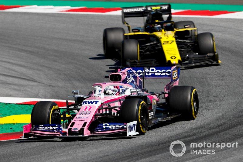 Sergio Perez, Racing Point RP19, precede Nico Hulkenberg, Renault F1 Team R.S. 19