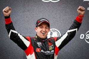 Podio: ganador Néstor Girolami, ALL-INKL.COM Münnich Motorsport Honda Civic Type R TCR