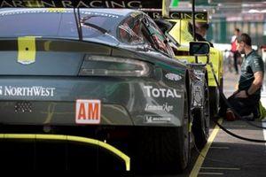 Автомобиль Aston Martin Vantage AMR (№98) команды Aston Martin Racing