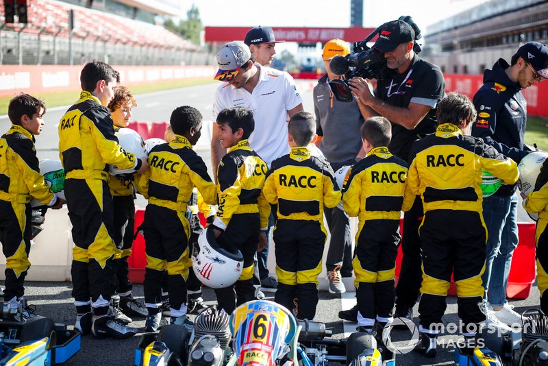 Carlos Sainz Jr., McLaren en el evento de RACC Kids karting