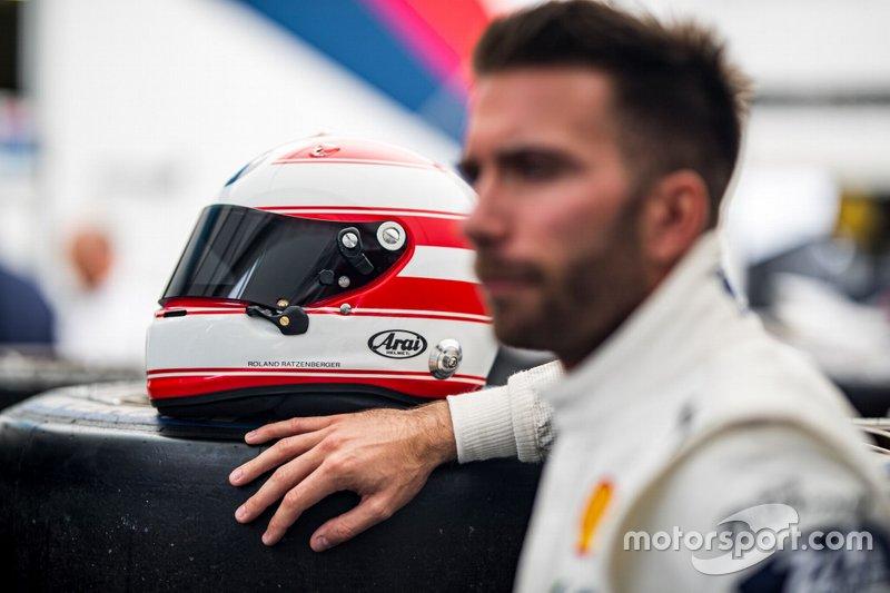 Philipp Eng helmet design as a tribute to Roland Ratzenberger