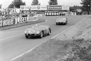 Olivier Gendebien, Phil Hill, Scuderia Ferrari, Ferrari 250 TRI/61, leads Wolfgang von Trips, Richie Ginther, Scuderia Ferrari, Ferrari Dino 246 SP