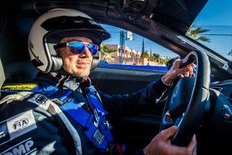 Conductor de coche de seguridad Bruno Correa