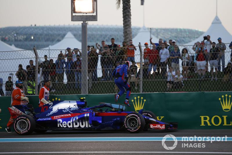 Pierre Gasly, Toro Rosso STR13, si ferma in pista nella Q1
