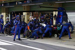 Pierre Gasly, Toro Rosso STR13, pit stop