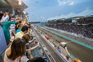 Lewis Hamilton, Mercedes AMG F1 W09 EQ Power+, leads Valtteri Bottas, Mercedes AMG F1 W09 EQ Power+, Sebastian Vettel, Ferrari SF71H, Kimi Raikkonen, Ferrari SF71H, and the rest of the field away for the start