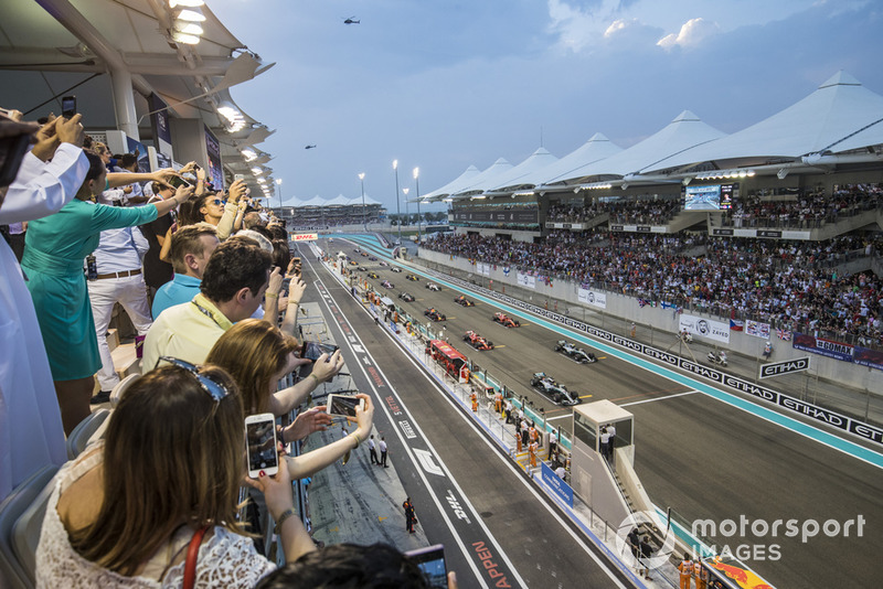 Lewis Hamilton, Mercedes AMG F1 W09 EQ Power+, leads Valtteri Bottas, Mercedes AMG F1 W09 EQ Power+, Sebastian Vettel, Ferrari SF71H, Kimi Raikkonen, Ferrari SF71H, and the rest of the field away for the start