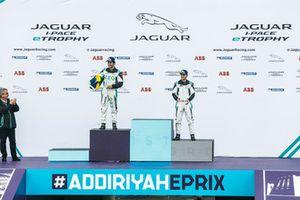 Il secondo classificato Sérgio Jimenez, Jaguar Brazil Racing , il terzo classificato Bryan Sellers, Rahal Letterman Lanigan Racing, nella classe PRO