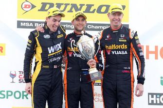 Podium: Race winner Dan Cammish, Team Dynamics Honda Civic, second place Matt Neal, Team Dynamics Honda Civic, third place Brett Smith, Eurotech Racing Honda Civic
