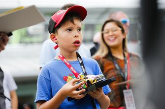 Un tifoso di Kyle Busch, Joe Gibbs Racing, Toyota Camry M&M's