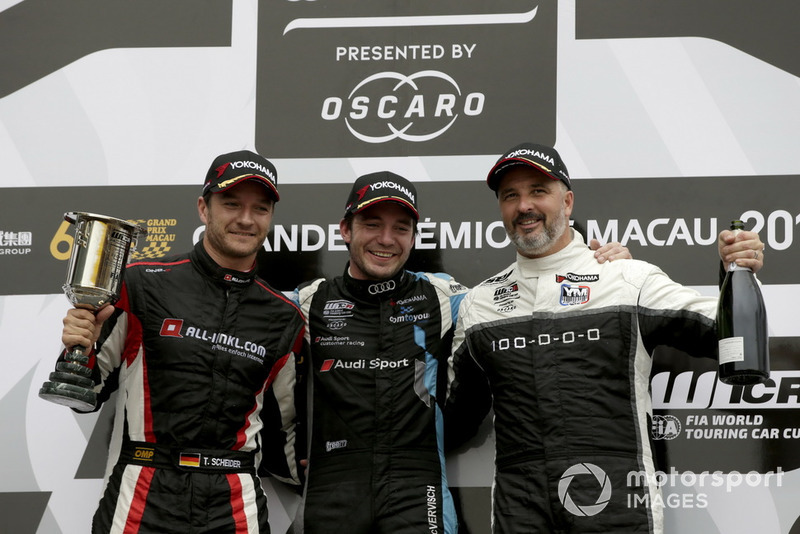 Podio: il vincitore della gara Frédéric Vervisch, Audi Sport Team Comtoyou Audi RS 3 LMS, il secondo classificato Timo Scheider, ALL-INKL.COM Münnich Motorsport Honda Civic Type R TCR, il terzo classificato Yvan Muller, YMR Hyundai i30 N TCR