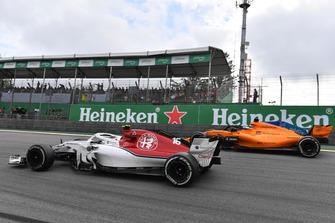 Charles Leclerc, Sauber C37 and Fernando Alonso, McLaren MCL33 battle