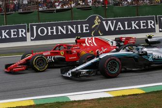Kimi Raikkonen, Ferrari SF71H and Valtteri Bottas, Mercedes-AMG F1 W09 battle