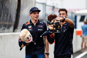 Max Verstappen, Red Bull Racing, and Daniel Ricciardo, Red Bull Racing, make a video with puppets