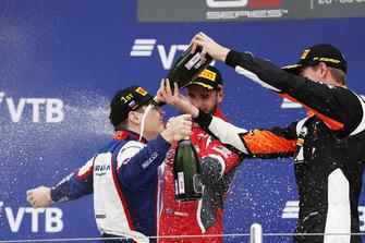 Podium: winnaar David Beckmann, Trident, tweede Joey Mawson, Arden International, derde Richard Verschoor, MP Motorsport