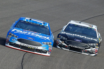 Ricky Stenhouse Jr., Roush Fenway Racing, Ford Fusion Fastenal, Aric Almirola, Stewart-Haas Racing, Ford Fusion Smithfield