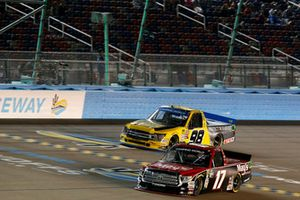 Tyler Ankrum, DGR-Crosley Toyota Tundra May's Hawaii / Crosley Brands / DGR CROSLEY, Grant Enfinger, ThorSport Racing, Ford F-150 Protect The Harvest/Curb Records