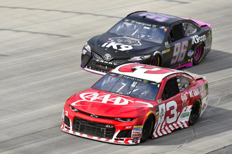 Austin Dillon, Richard Childress Racing, Chevrolet Camaro AAA e Jeffrey Earnhardt, Gaunt Brothers Racing, Toyota Camry Xtreme Concepts / iK9