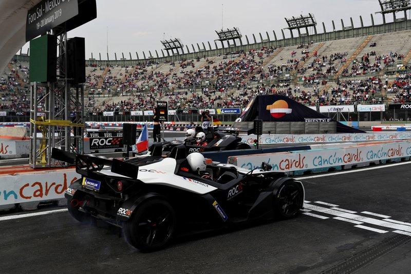 Pierre Gasly, Sebastian Vettel, KTM X-Bow Comp R