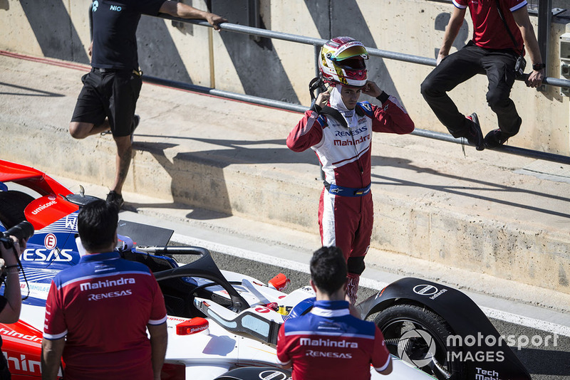 Pascal Wehrlein, Mahindra Racing, M5 Electro removes his helmet