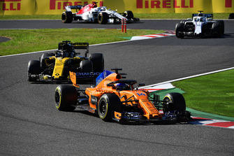 Fernando Alonso, McLaren MCL33 leads Nico Hulkenberg, Renault Sport F1 Team R.S. 18 and Lance Stroll, Williams FW41