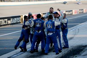Team of Chase Elliott, Hendrick Motorsports, Chevrolet Camaro NAPA Auto Parts celebrate