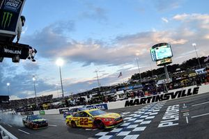 Race winner Joey Logano, Team Penske, Ford Fusion Shell Pennzoil takes the checkered flag