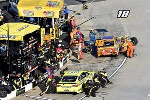 Kyle Busch, Joe Gibbs Racing, Toyota Camry M&M's Halloween and Joey Logano, Team Penske, Ford Fusion Shell Pennzoil, makes a pit stop