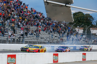 Joey Logano, Team Penske, Ford Fusion Shell Pennzoil and Martin Truex Jr., Furniture Row Racing, Toyota Camry 5-hour ENERGY/Bass Pro Shops collide coming to the checkered flag