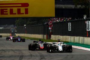 Marcus Ericsson, Sauber C37, Romain Grosjean, Haas F1 Team VF-18, Brendon Hartley, Toro Rosso STR13