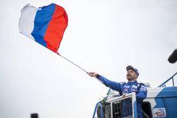 Winaarr Eduard Nikolaev, Team KAMAZ Master viert zijn overwinning