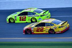 Ryan Blaney, Team Penske Ford Fusion and Joey Logano, Team Penske Ford Fusion