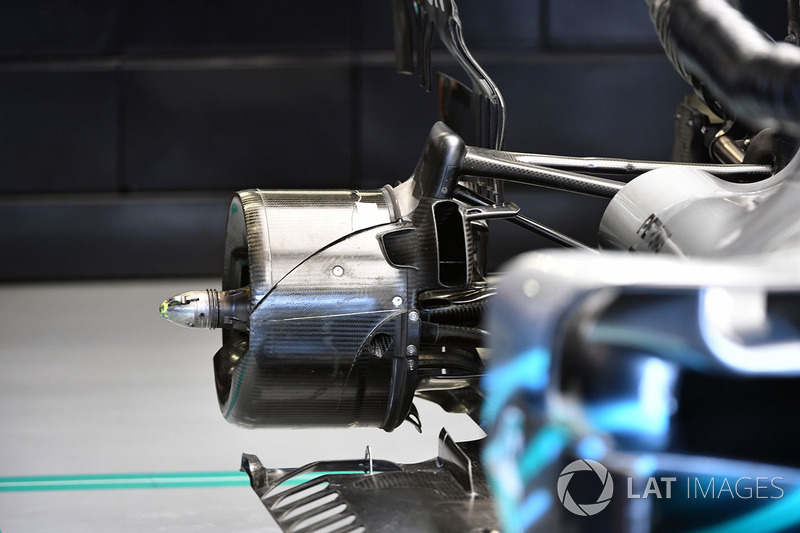 Mercedes-AMG F1 W09 rear wheel hub