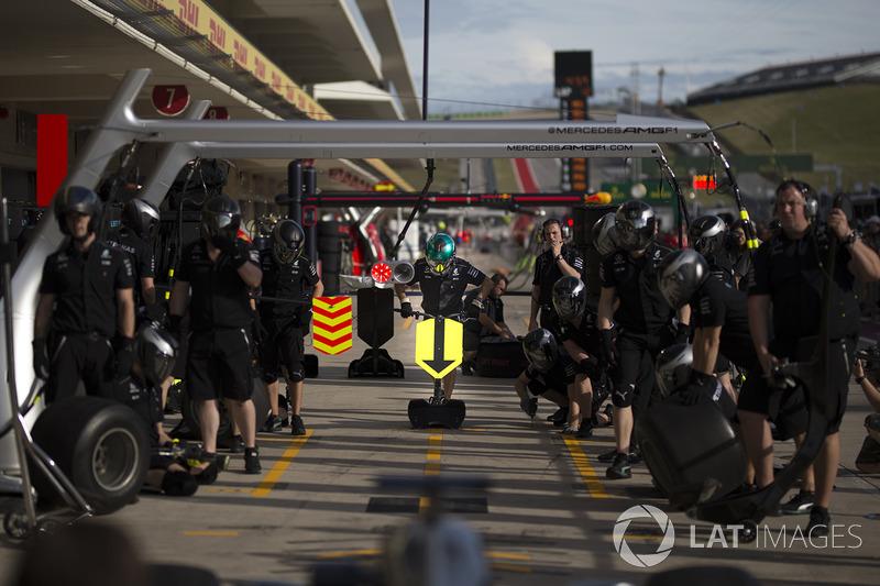 Mercedes-Benz F1 W08 practice pit stops
