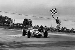 Jim Clark, Lotus 43 BRM se lleva la bandera a cuadros