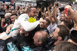Lewis Hamilton, Mercedes-AMG F1 celebrates with team in parc ferme