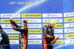 Podio: i vincitori della gara #26 G-Drive Racing Oreca 07 - Gibson: Roman Rusinov, Andrea Pizzitola