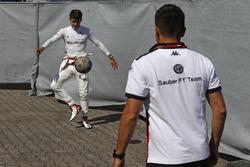 Charles Leclerc, Sauber s'échauffe