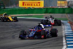 Брендон Хартли, Scuderia Toro Rosso STR13, Ромен Грожан, Haas F1 Team VF-18, и Карлос Сайнс, Renault Sport F1 Team RS18